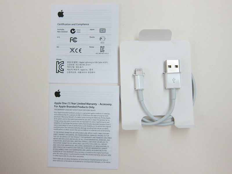 Apple Lightning to USB Cable (0.5m) - Box Contents