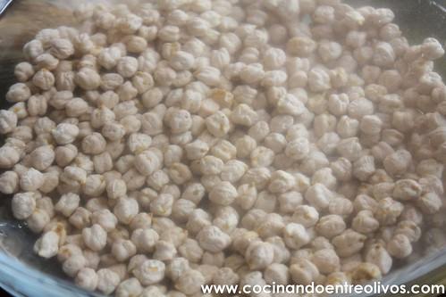 Falafel con pan de pita y salsa de yogur. www.cocinandoentreolivos (4)