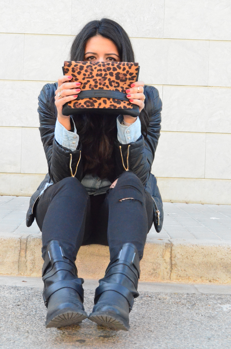 florenciablog look rocker broken jeans inspiration leopard clutch stradivarius how to wear broken jeans (13)