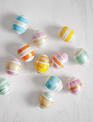 diy-painted-stripe-eggs