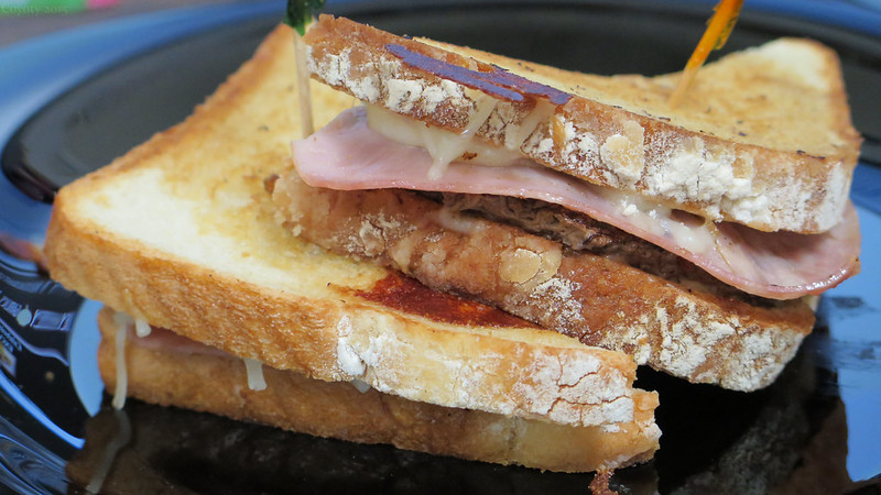 Patty melt with mozzarella and ham