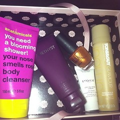 #glossybox mai 2013. Trop top. J adore.  Glossy Box tests et avis sur la box