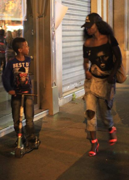image Niño con no madre bvr