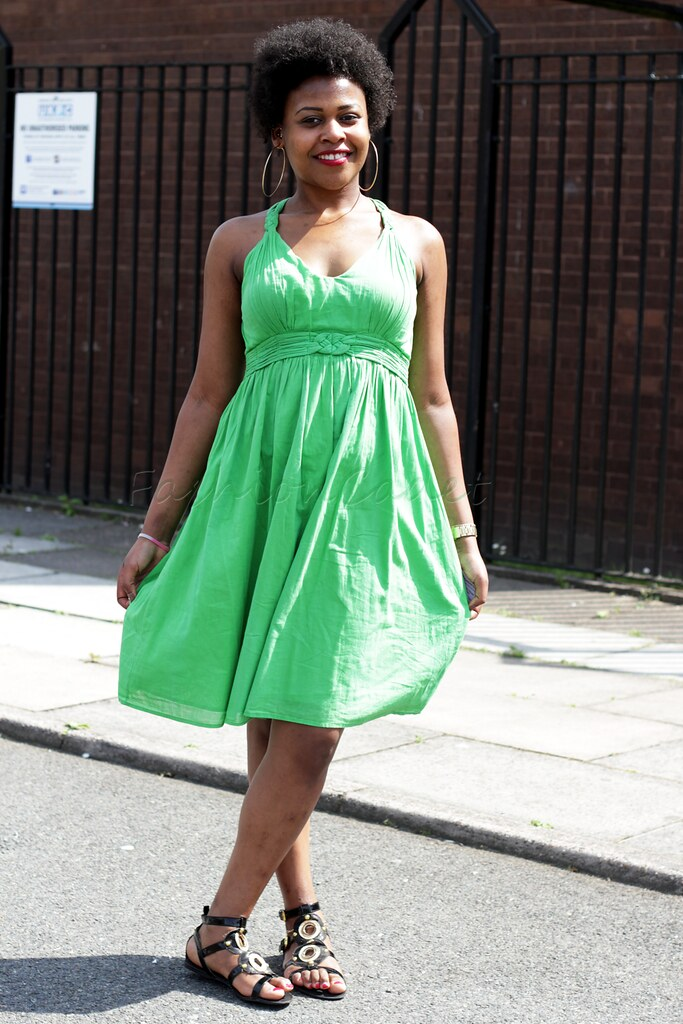 green summer dress, green sleeveless dress, summer dresses, hoop earrings, large hoop earrings, afro, natural hair style