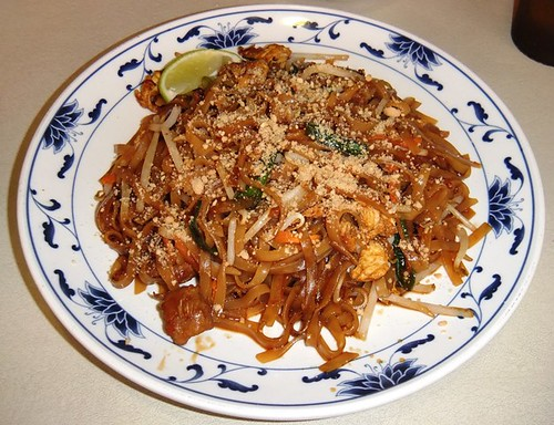 May-Thai Beef Pad Thai Lunch Special