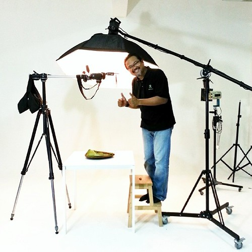Ted Adnan a Malaysian professional photographer who shoots still life and product and food photography uses Nikon gears and Bowens lighting gear for studio photography