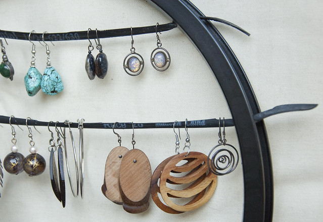 bike wheel earring holder