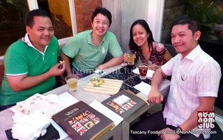 Foodies Anton Diaz, RJ Ledesma, wifey Marjorie Uy & NomNom!