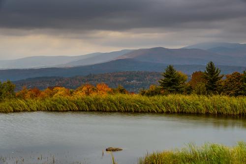 autumn mountains vermont seasons unitedstates fallcolors stowe greenmountains mountainrange trappfamilylodge