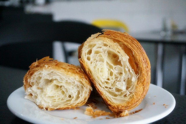 Les Deux Garcons, Taman Desa - go for great French croissants & cakes-003