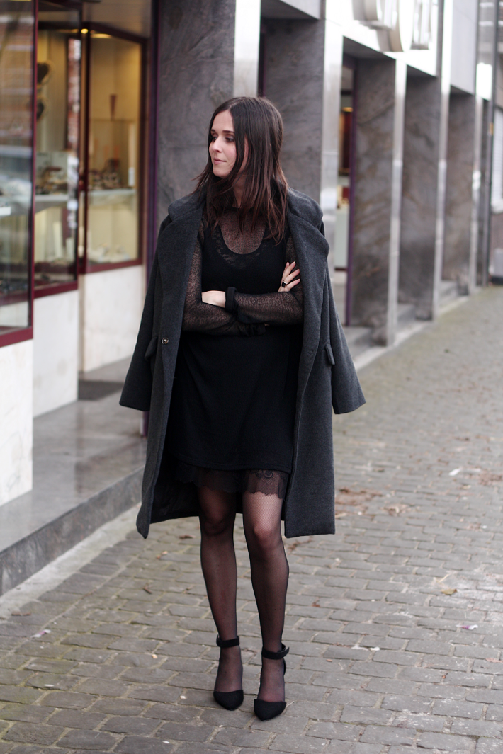 Date Night Outfit Lace Slip Dress Oversized Coat - THE STYLING DUTCHMAN.