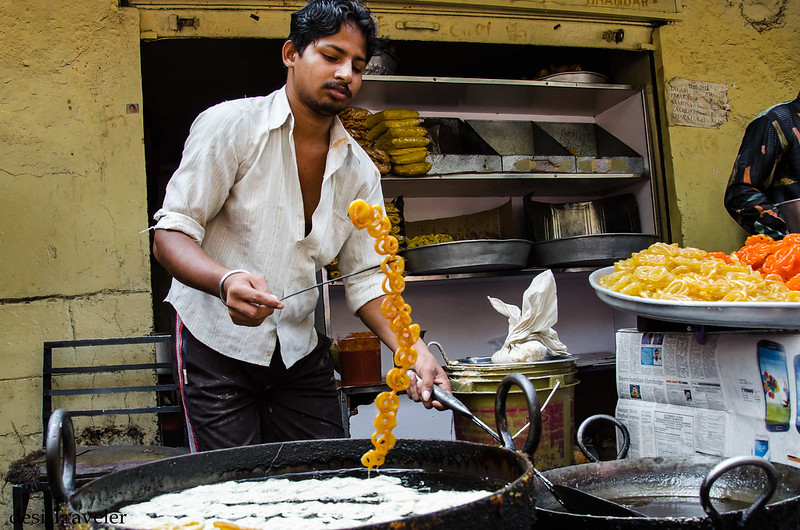 making hot jalebi in Kadahi