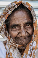 Old woman in Colombo (Sri Lanka)