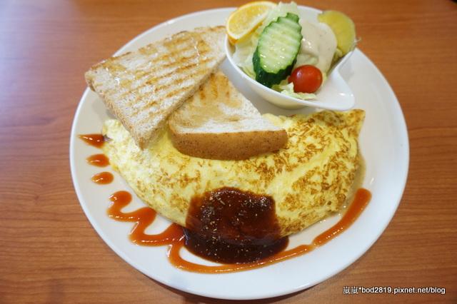 【台中東海】豆子咖啡(東海店)-二訪,來跟兔兔一起享受愜意的午後吧,超可愛兔兔等你來!
