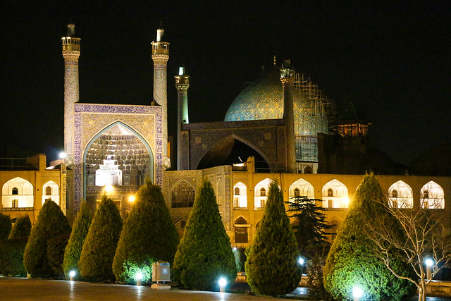 Imam square and Imam mosque at night, Isfahan イスファハン、夜のイマーム広場と王のモスク