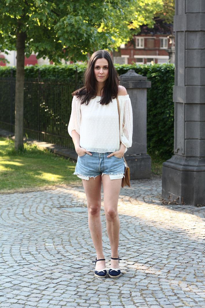 zara off the shoulder top vintage levis shorts