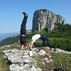 #headstand #1080daysofheadstands #wheel #yogicouple #yoga #yogaonmountains #ceahlau #masadacilor #citybreak