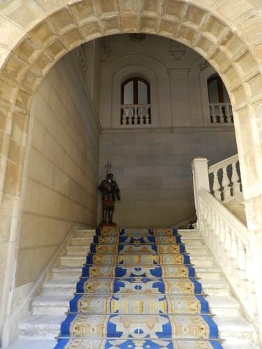 leon palacio de los guzmanes león escalera y armadura