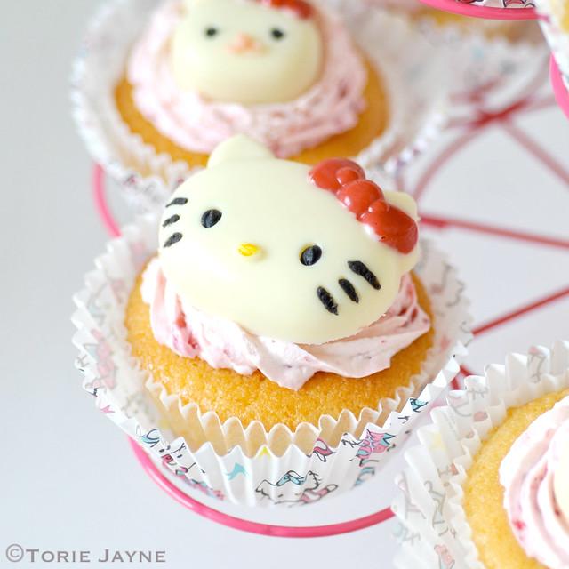 Gluten free lemon & raspberry cream cupcakes