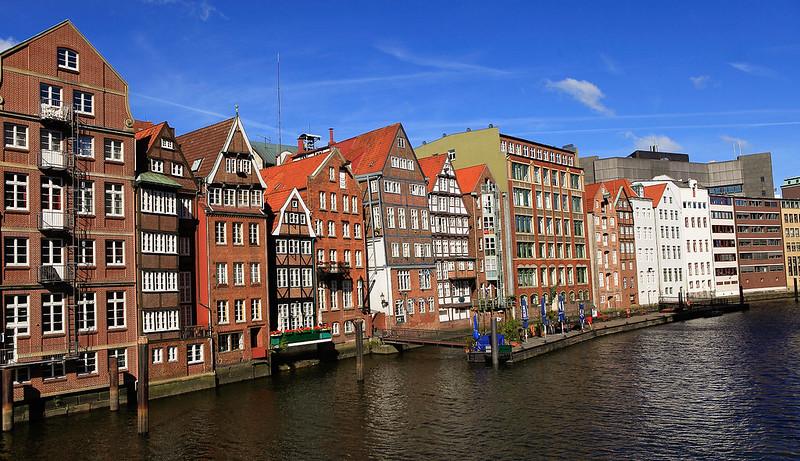 運河旁的老房子