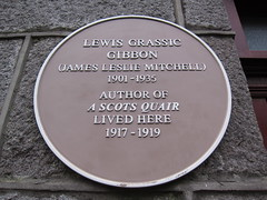 Photo of Lewis Grassic Gibbon yellow plaque