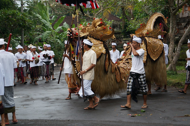 Religious procession with live music, Ubud