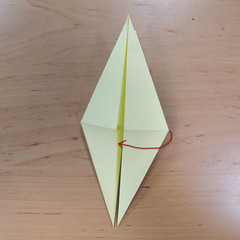 วิธีพับกระดาษเป็นดอกกุหลายแบบเกลียว 013