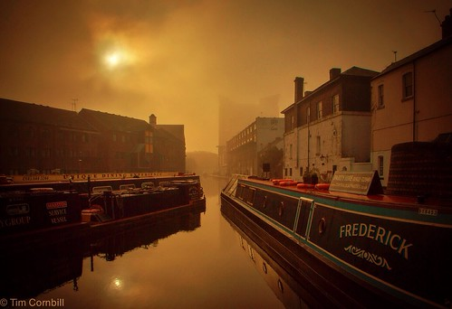 Brumrise - Foggy morning in Birmingham - Gas Street Basin