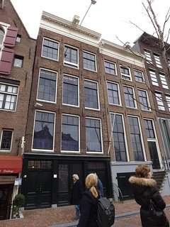 Dot viewing Anne Frank,s house