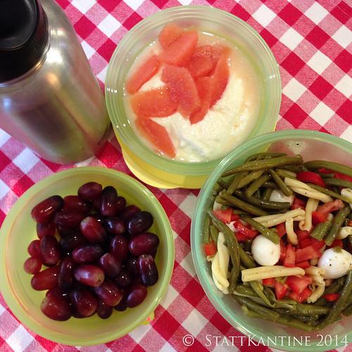 StattKantine 10.04.14 - Bohnensalat, Trauben, Apfelsaft-Schorle