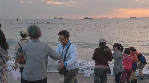 上萬隻黑鯛魚被流放大海