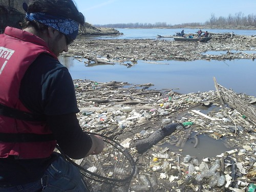 Missouri River Trash Trap Clean-up 4-5-14