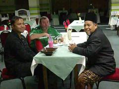 Dr Khairuddin bersama pemandunya