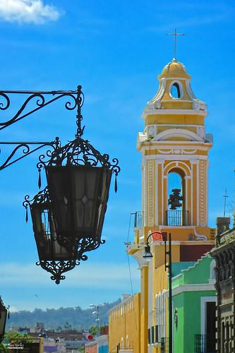 Torres y cúpulas en Puebla, México.