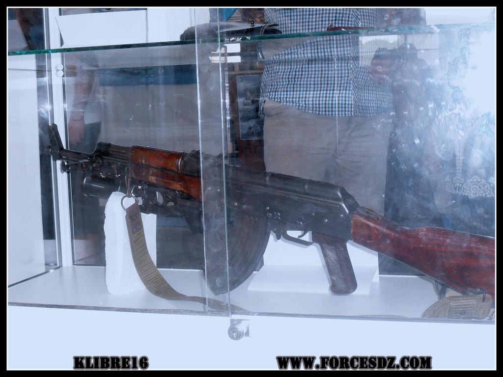 الصناعة العسكرية الجزائرية  [ AKM / Kalashnikov ]  32977653343_00387d35ab_o