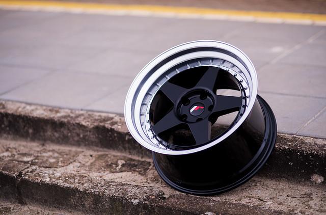 disky jr6 black 18 10 5 japan racing slovakia. Black Bedroom Furniture Sets. Home Design Ideas