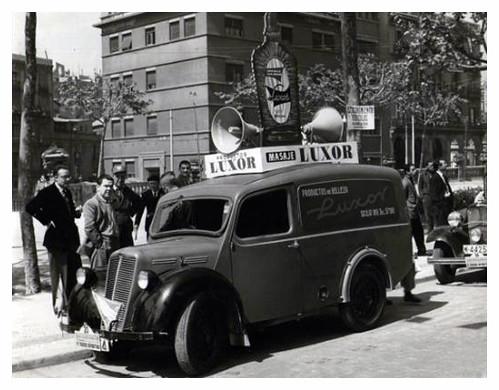 Coche de Mundo Deportivo propaganda de LUXOR by Octavi Centelles