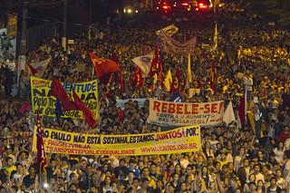 """从墙面到街面:可以""""阅读""""的巴西街头政治"""