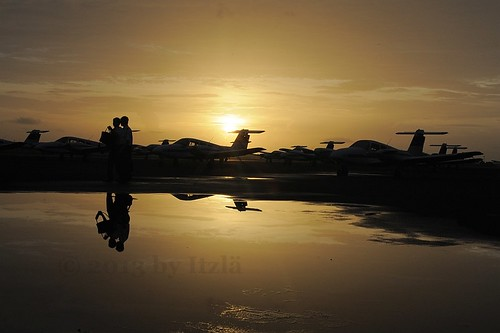 travel usa reflection sunrise florida aircraft aviation airplanes things seminole piper sat prop sunsetsunrise verobeach pa44 2013 kvrb nikond700 itzlä