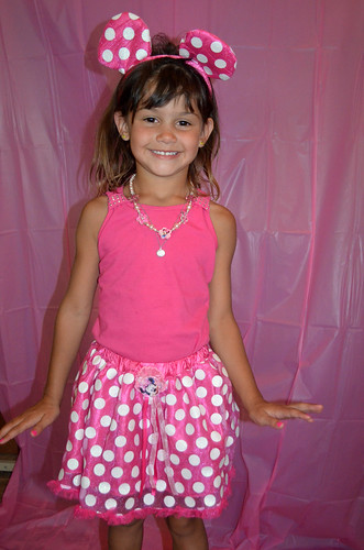 Kaidence before her Minnie Mouse themed party