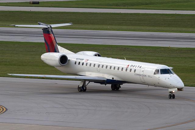 Delta Connection (Chautauqua) Embraer ERJ-145 N576RP KCMH 01AUG13
