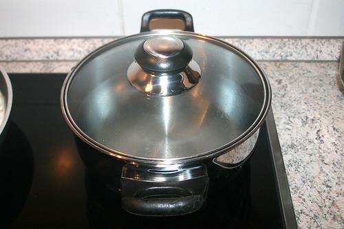35 - Wasser zum kochen aufsetzen / Bring water to cook