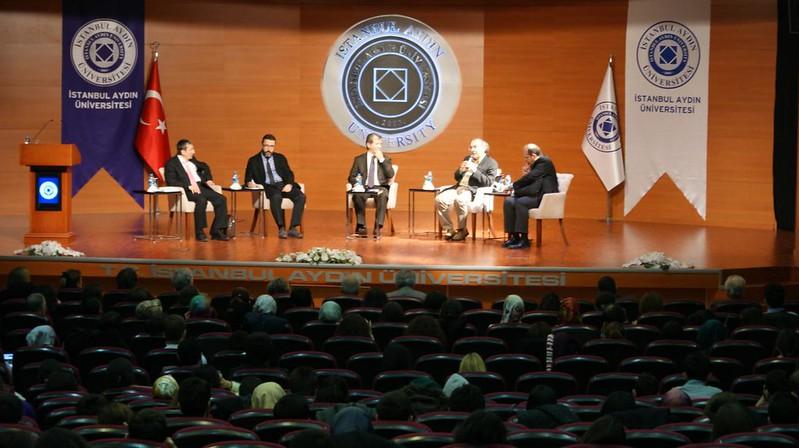 Rektör Tarhan İstanbul Aydın Üniversitesi'nde Psiko-terapi ve Mevlana'yı anlattı