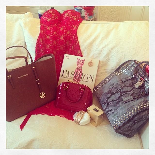 #santawasgood #omg #christmas #loveit #lovechristmas #santa #michaelkors #guess #louisvuitton  #mimoneda #dolceandgabanna #riverisland