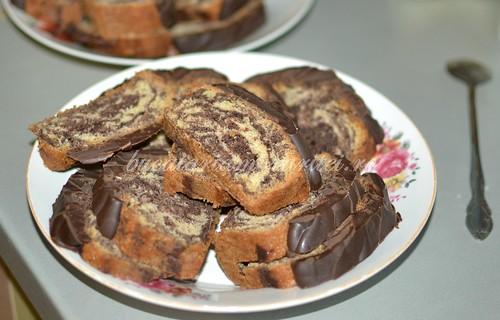 prajitura marmorata cu glazura de ciocolata 1