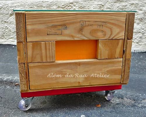 Mesa de centro, feita com caixote reutilizado