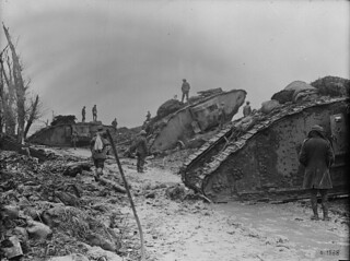 Tanks waiting to go into action, July 1917 / Chars d'assaut prêts à entrer en action, juillet 1917