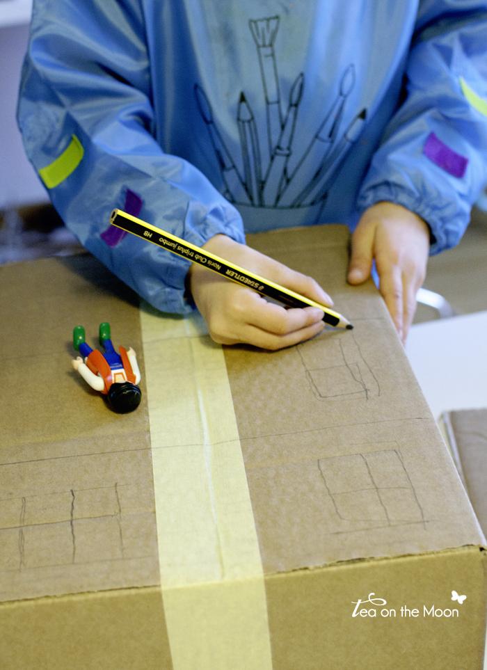 Casa con caja de cartón