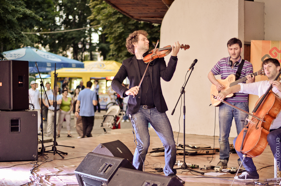 Транскавказія: 33A і Volosi в Маріїнському парку Києва