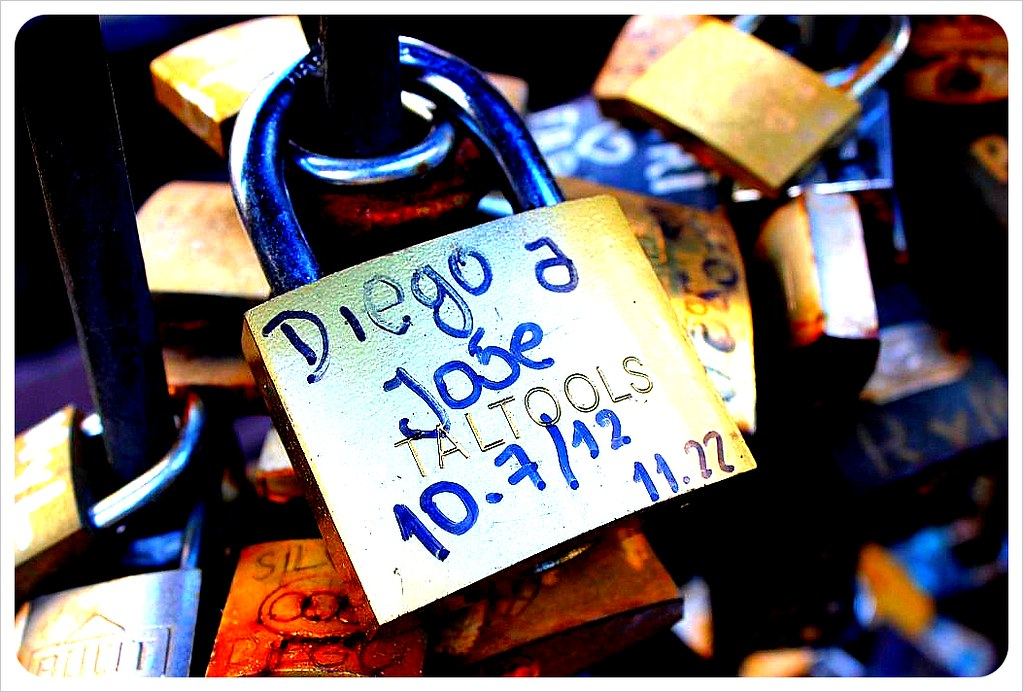 montevideo love lock fountain